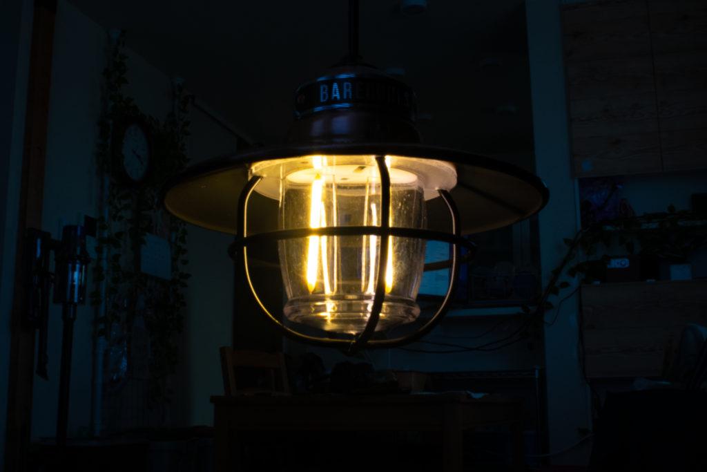 ベアボーンズのエジソンペンダントライトの光