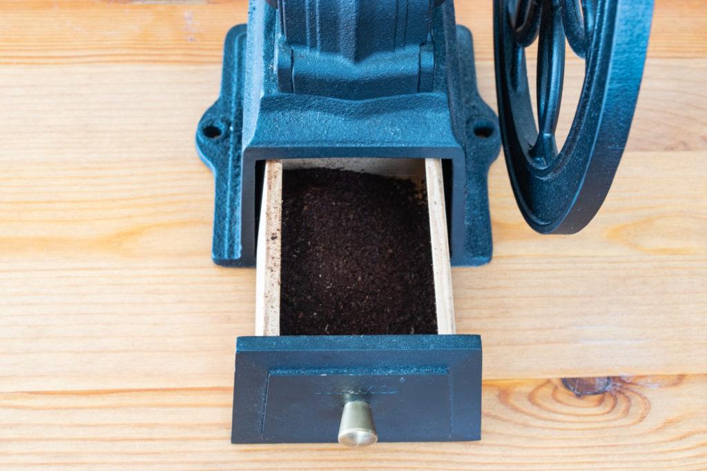 カリタ(Kalita)コーヒーミル ダイヤミルNの豆取り出し口