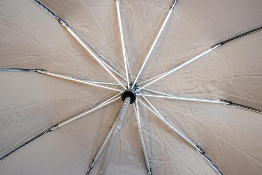 逆折り式で周囲を濡らさないLejorainの折りたたみ傘【レビュー】
