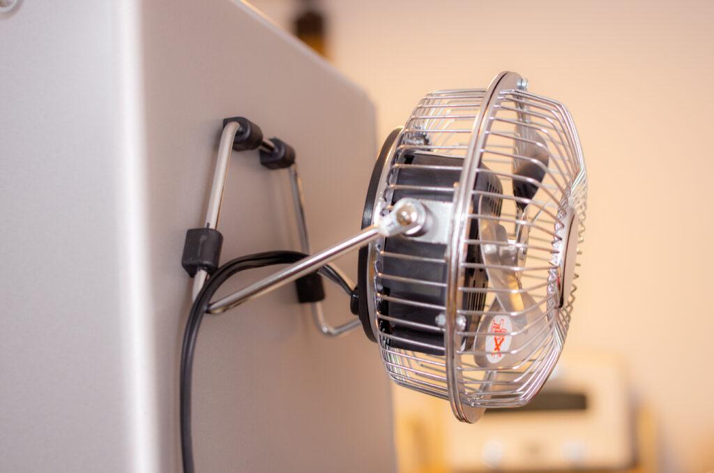 NICOH マグネットファン 磁石付き卓上扇風機【レビュー】壁にマグネットで貼り付け